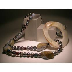Necklace with chalcedony, pearls, garnet and mother of pearl