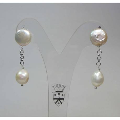 Earrings with white pearls and chain