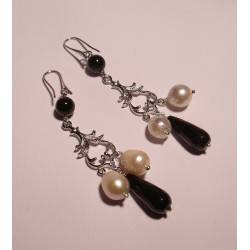 Chandelier earrings with onyx and pearls