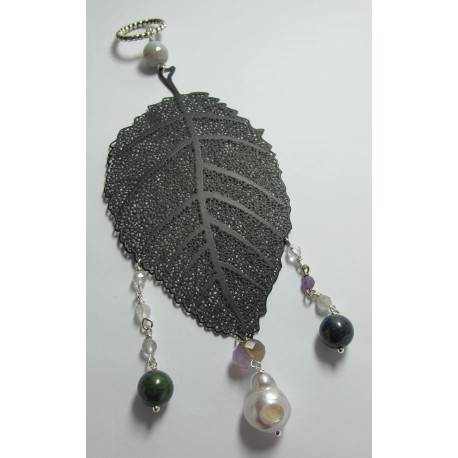 Pendant with pearl, lapis lazuli, jade African, agate, quartz and amethyst on a metal leaf
