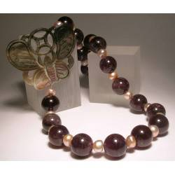 Necklace with pearls, amethyst and mother of pearl