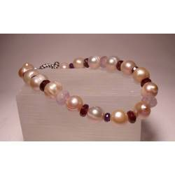 Bracelet with pearls, garnet and amethyst