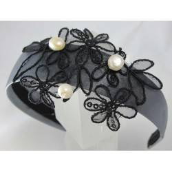 Headband with embroidery and pearls