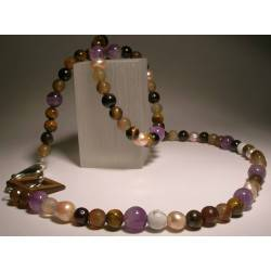 Necklace with pearls and semi-precious stones
