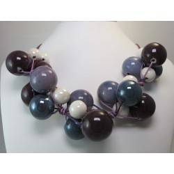 "Necklace in purple cotton with ""grapes"" of violet, bordeaux and white ceramic"