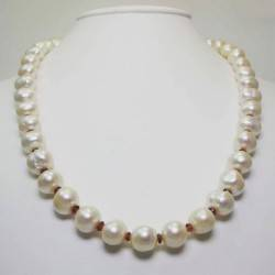 Necklace with first quality pearls and garnet
