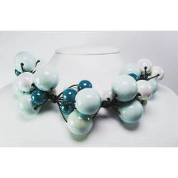 "Necklace in cotton with ""grapes"" of white and green ceramic"