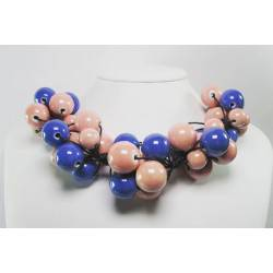 "Necklace in cotton with ""grapes"" of blue and pink ceramic"