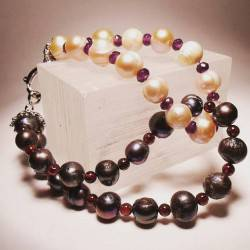 Knot bracelet with pearls, garnet and amethyst