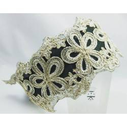 Headband in green satin with gold lace