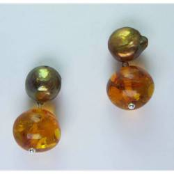 Earrings with brown pearl and amber