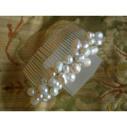 Wedding hair comb with freshwater pearls