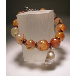 Bracelet with agate, garnet and pearl