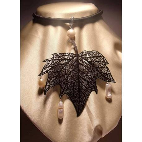 Pendant with pearl and metal leaf