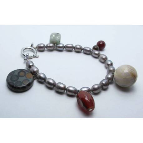 Bracelet with gray pearls, jasper and carnelian agate