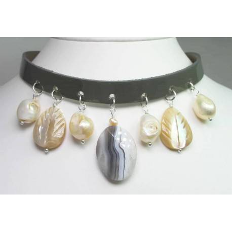 Leather choker with pearls, agate of Botswana and mother of pearl
